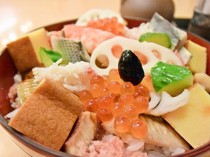 さっぽろ駅直結・札幌の名店。「すし善」なら仕事が光る海鮮丼を