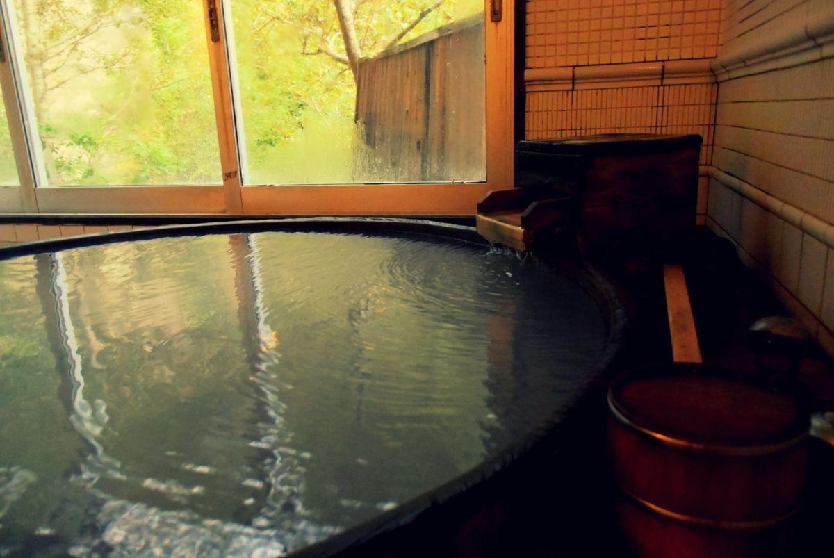 2種類の泉質の大浴場・貸切風呂・岩盤浴・湯巡りバスも