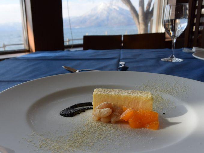 支笏湖を眺めながら食事ができるレストランも