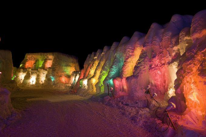 支笏湖の水が氷のオブジェに!「千歳・支笏湖氷濤まつり」