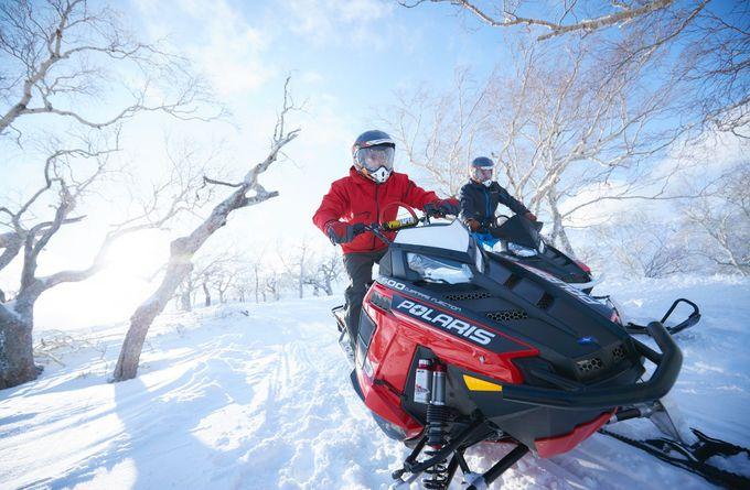 大人こそ楽しみたい冬の体験「スノーモービルで行く雪上ツーリング」
