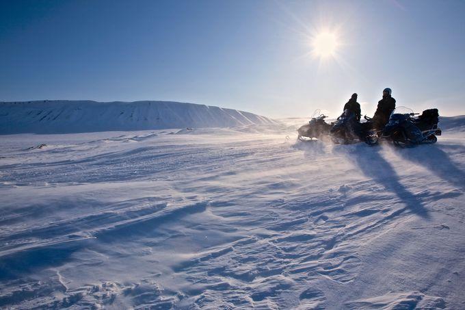 ただの雪遊びじゃ物足りない大人たちへ「スノーモービルで行く雪上ツーリング」登場