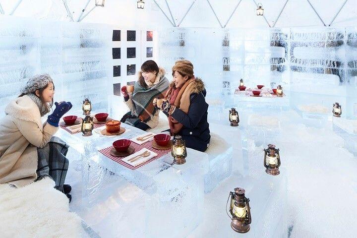 「氷のスイーツカフェ」で氷や雪をテーマにしたスイーツを