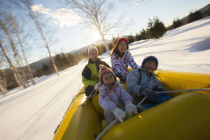 強烈な横G体験が面白い!雪上の「ラフティング」と「バナナボート」の魅力