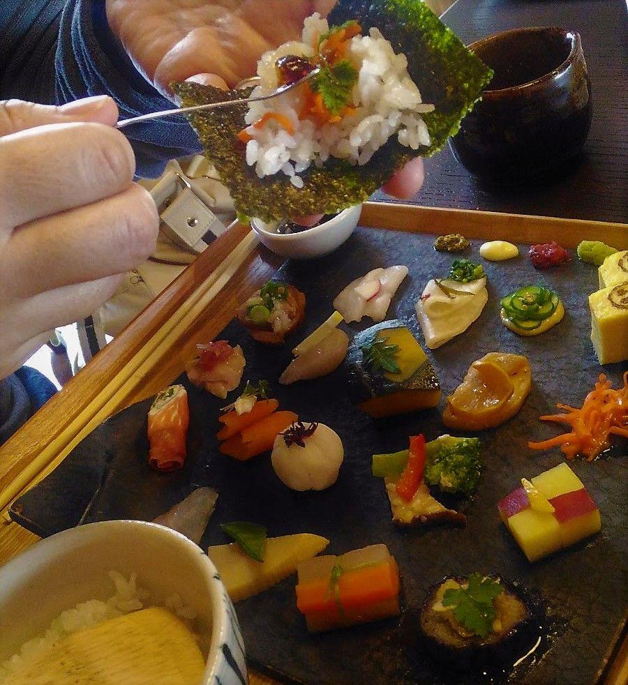海苔と酢飯はおかわりもOK。巻いて食べる?ちらして食べる?
