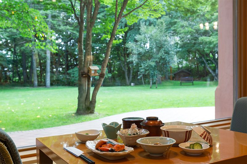 優雅な朝食タイム。十勝の恵みを召し上がれ。