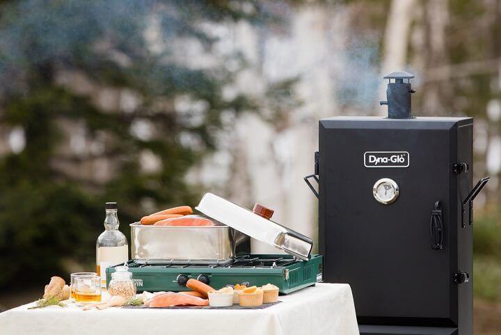 絶品!「鮭の燻製づくり」体験はウィスキーともに香りを満喫