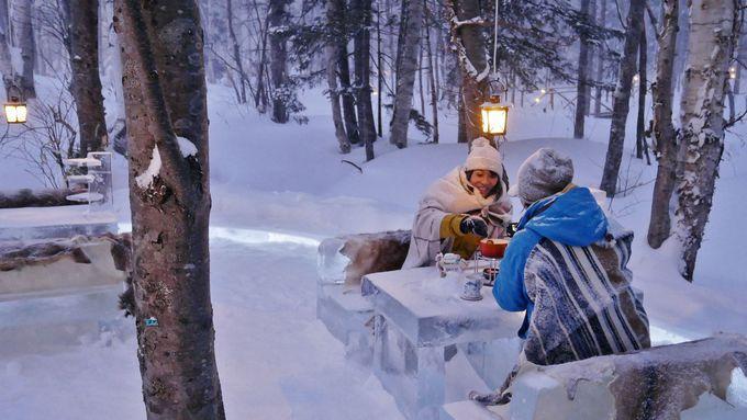 雪降る森のキラキラ空間!幻想的な特別席へ…