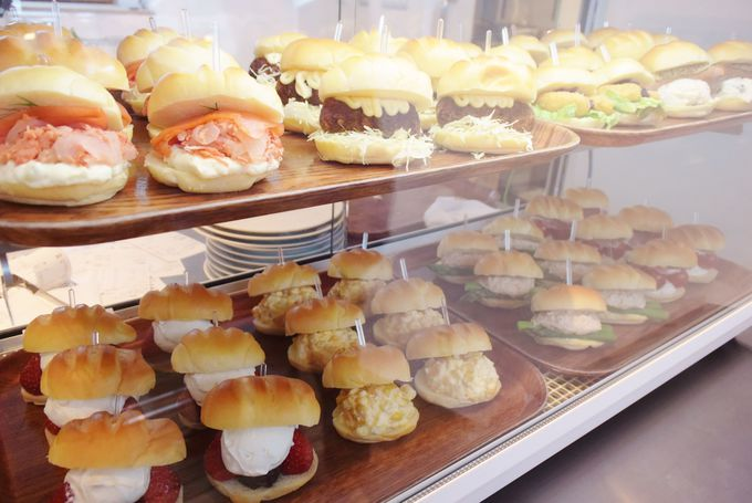 カフェメニューやオシャレスイーツはcafe&bar「つきの」、sweets「ゆきの」で