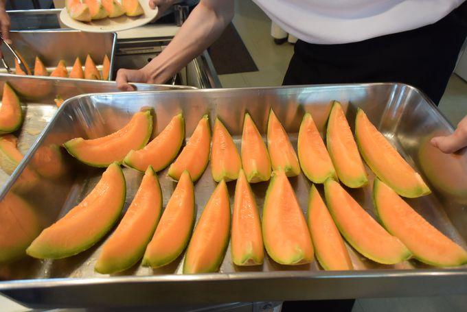 12:30:ランチは北海道グルメ!夕張メロン食べ放題の幸せ