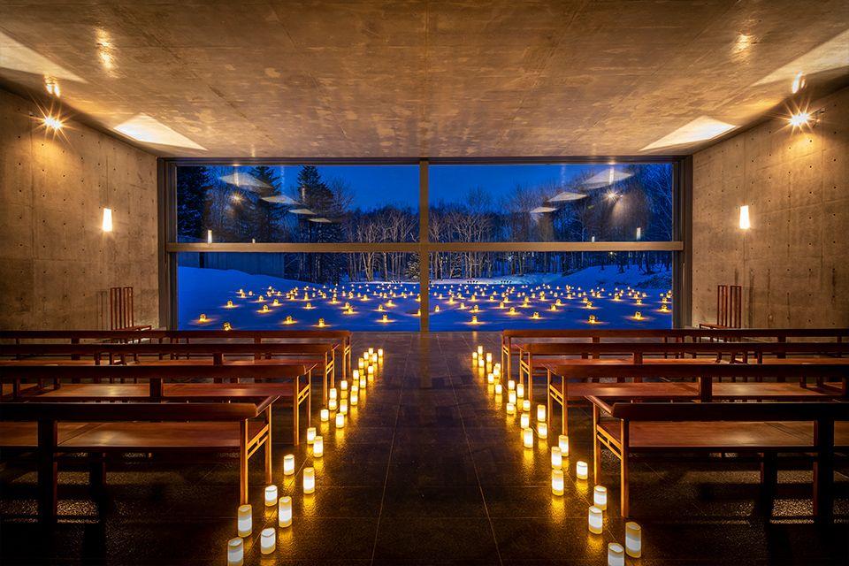 本物の幻想的な空気を知る〜「水の教会」で聖なるクリスマスを