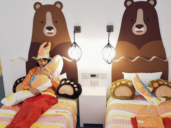 ベッドルームに熊がいる!鮭になって寝てみよう