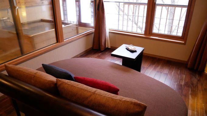 奥入瀬渓流の自然を客室でも〜寛げる和モダンな客室