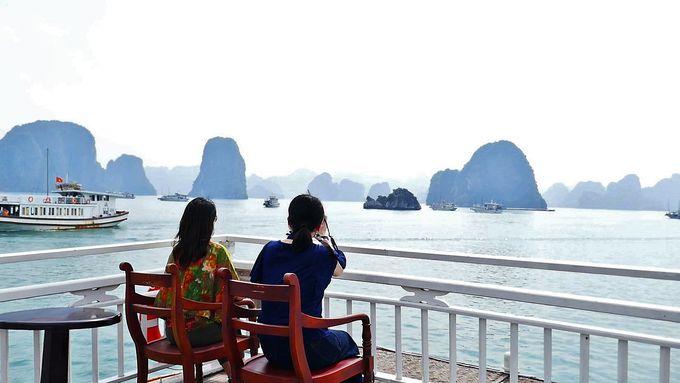 2日目(終日):世界遺産のハロン湾ツアーに参加