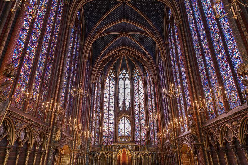 パリで最も美しいステンドグラス「サントシャペル教会」見所ガイド