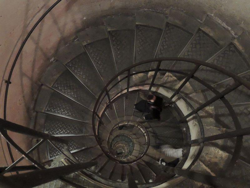 高さ50mのミッション!「凱旋門」の螺旋階段を制覇せよ