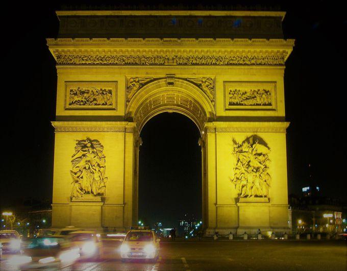 ナポレオンがいっぱい!?「凱旋門」の様式にも注目!