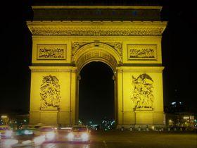 パリ「凱旋門」は世界を魅了する高さ50mの門!世界遺産じゃないって本当?