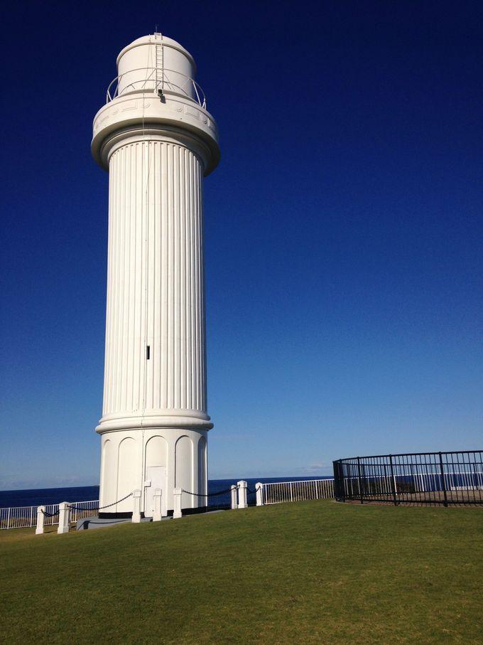 ウーロンゴンには美しいビーチや歴史的な灯台もあり