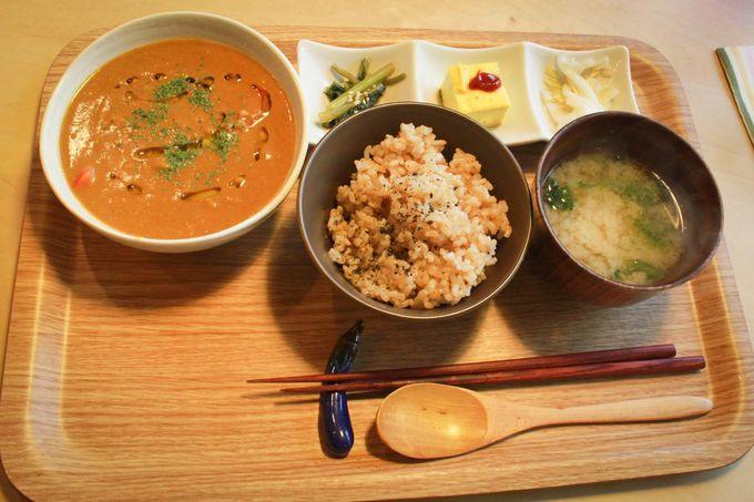 地元産ふっくら玄米とお味噌汁がおかわり自由で嬉しい!定番以外の日替わりランチメニューもオススメ