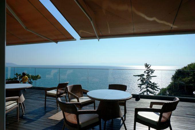 朝食ブッフェは海を見ながらテラスでいかが?!