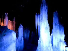 富士山麓の天然クーラー!山梨・富岳風穴と鳴沢氷穴を探検しよう