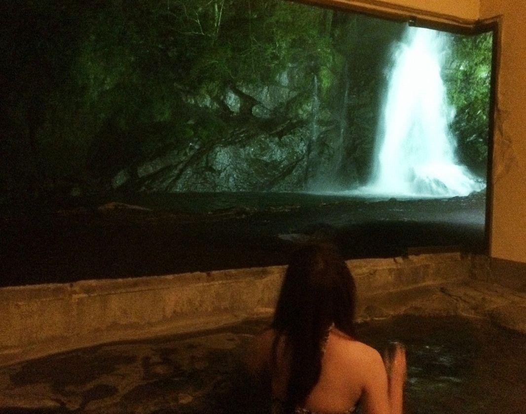 水着着用の混浴露天風呂!滝を見ながら入浴!伊豆「天城荘」