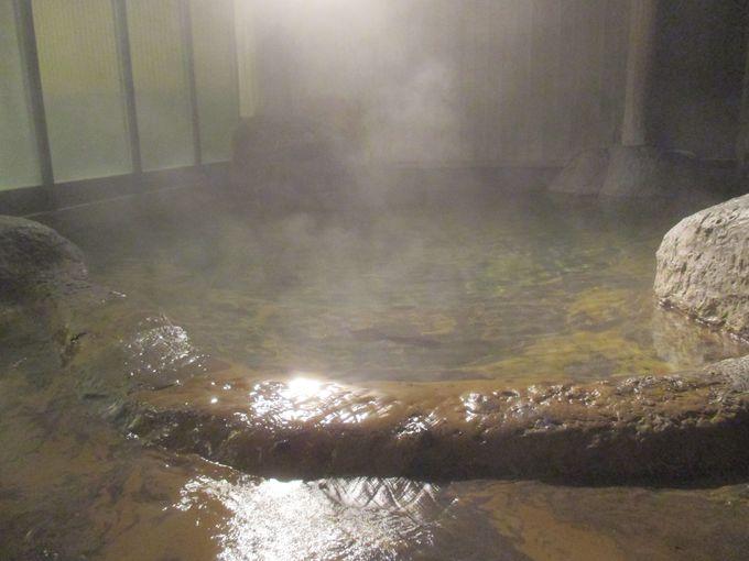 大自然に囲まれた露天風呂「桂の湯」
