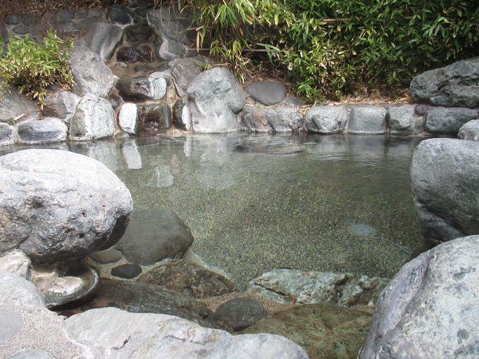 浅間温泉を象徴する野天風呂へ