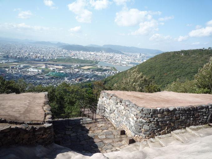 山上の古代遺跡「屋嶋の城」