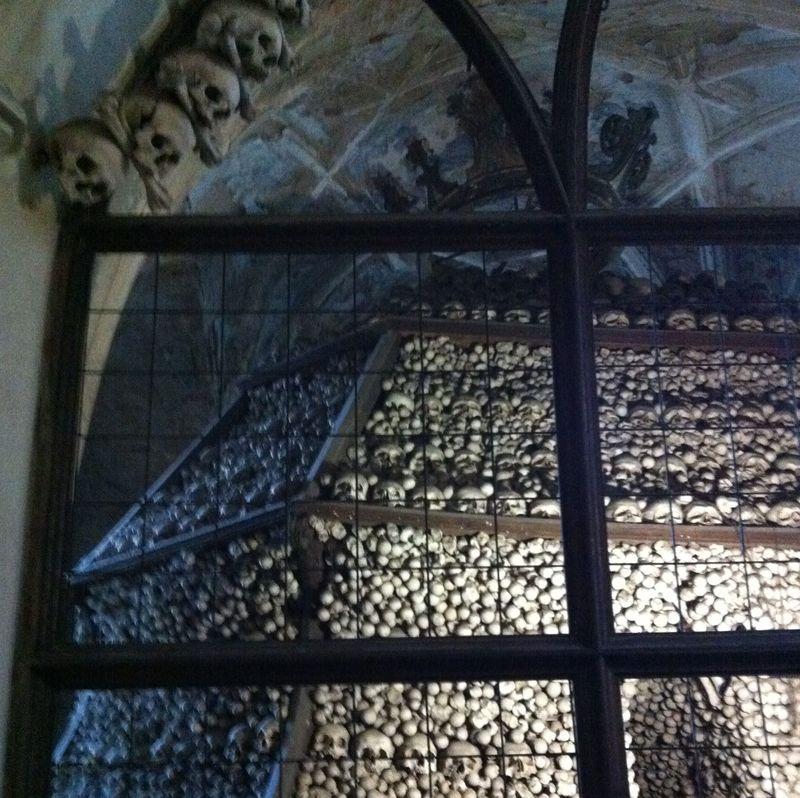 驚きの世界遺産!? チェコ郊外の骸骨教会「セドレツ納骨堂」