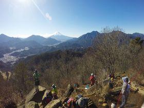 駅から2時間弱!360度の絶景、山梨・高川山トレッキング!