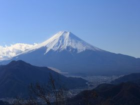 2時間で秀麗富士と360°のパノラマ!山梨・初狩「高川山」