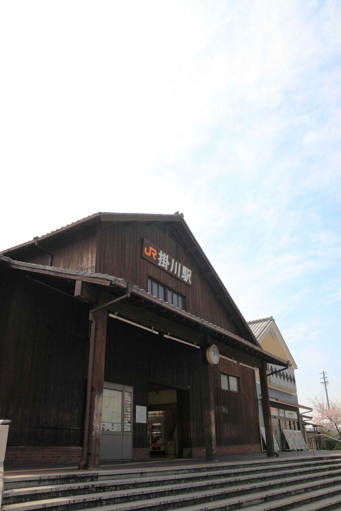 新幹線の駅も木造建築。掛川城界隈で歴史ロマンを辿る