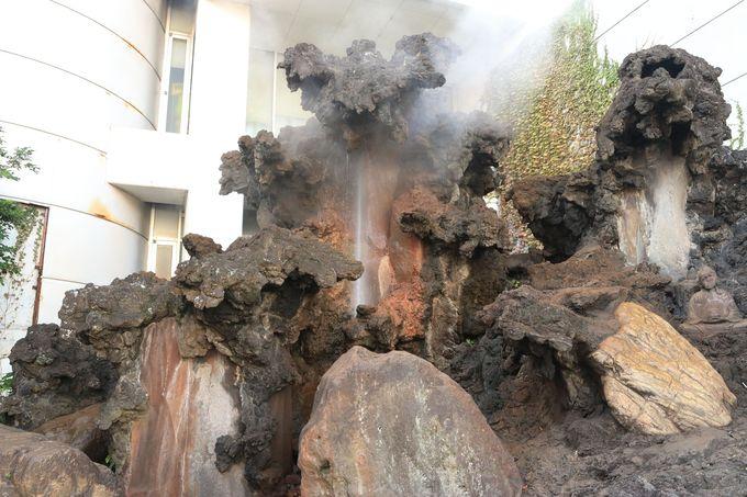 世界三大間欠泉!道々に湧き出す噴泉(ふんせん)の楽しみも
