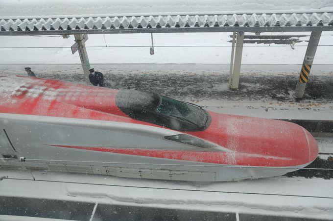 秋田新幹線はE6系に統一!最速320kmで快適に秋田へ運んでくれます。
