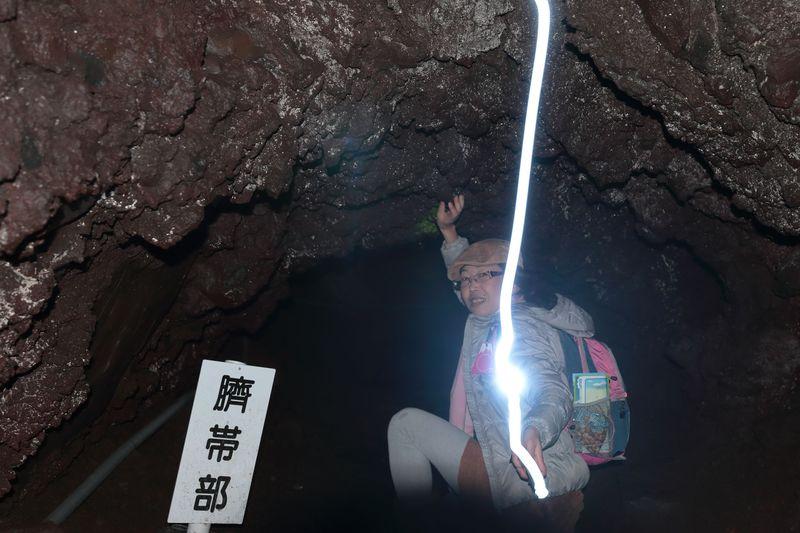 名勝百景「富士山御胎内清宏園」で晩秋の溶岩地帯を探訪