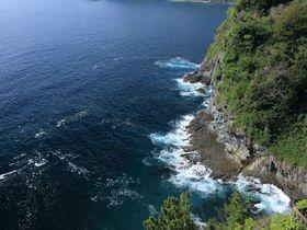 2時間ドラマを彷彿!熱海錦ヶ浦の断崖絶壁はスリル満点!