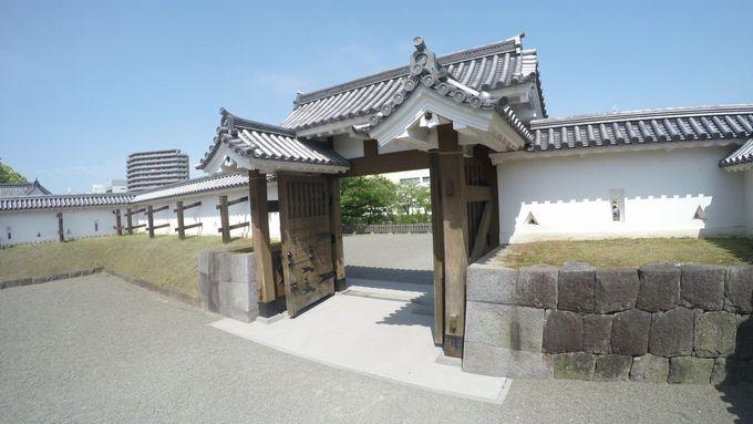 2009年に再建された馬出門(うまだしもん)から正規ルートで登城。今後ますます見逃せない小田原城