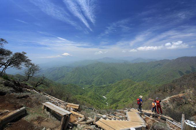 山頂から「大笄(おおこうげ)」方面への天空の稜線縦走!
