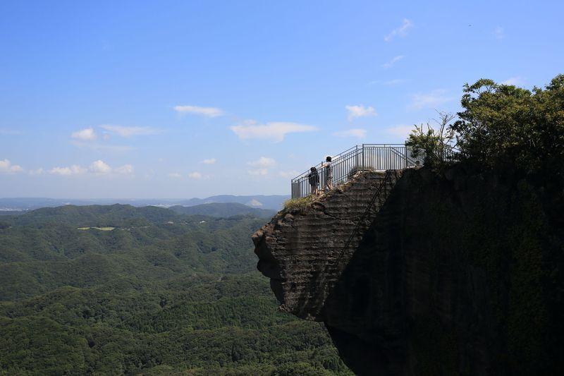 地獄のぞき、ラピュタの壁に日本一の大仏!千葉・鋸山で驚愕の未体験三昧
