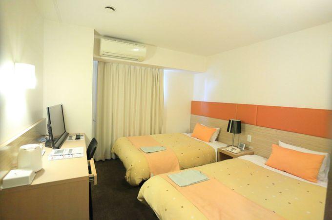 広い室内は大きめの寝具。独自の料金体系でリーズナブル