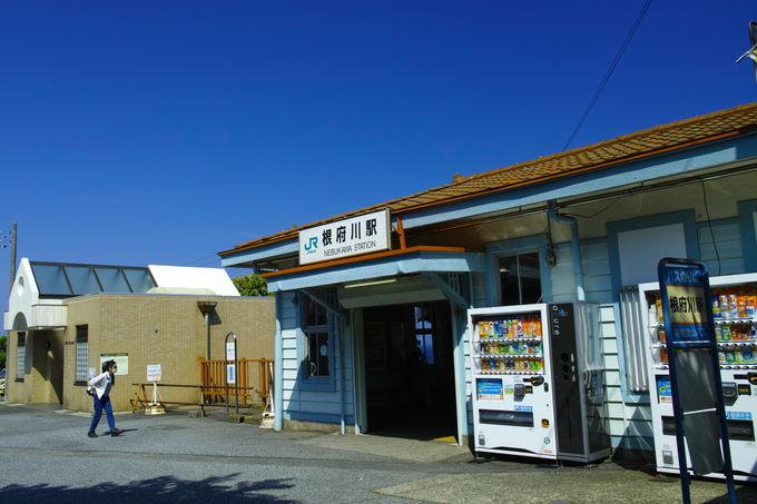 関東の駅百選のJR根府川駅!プラットホームから雄大な相模湾が眼前に