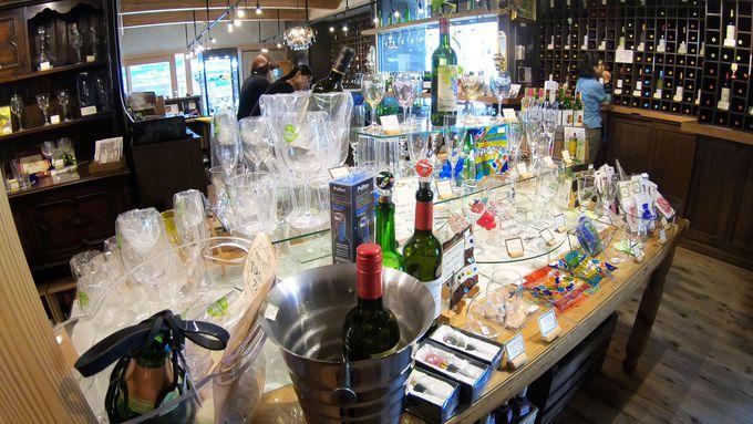 山梨県産のワインと日本酒だけをテイスティング販売する「甲州ワイン蔵」