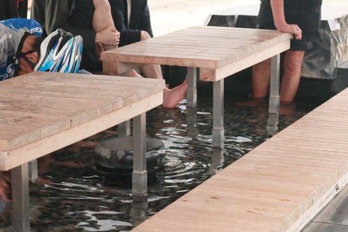 駅前公園には無料の足湯も完備!
