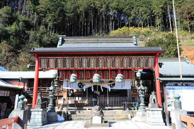 厄除け祈願の「大平山神社」。三座の神を祀る高台からの眺め!