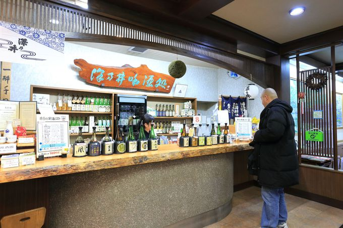 きき酒ができる無人の沢井駅!酒蔵工場見学やガーデンでくつろぐことも
