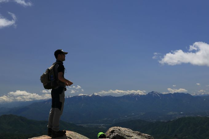 壮大なパノラマ!山頂からの南アルプスを堪能
