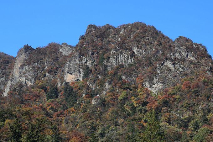 突拍子もない岩壁!日本三大奇景の妙義山に圧倒される