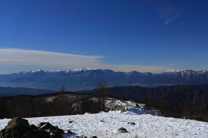 山頂からは360度の大パノラマが!日本中のアルプスが手に取るように眺められる